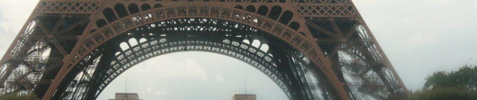 Blick zum Fuße des Eiffelturms
