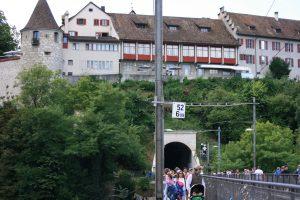 Schloss und Zugtunnel am Rheinfall